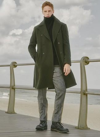 Combinar un jersey de cuello alto negro: Haz de un jersey de cuello alto negro y un pantalón de vestir de lana gris tu atuendo para rebosar clase y sofisticación. ¿Quieres elegir un zapato informal? Haz botas casual de cuero negras tu calzado para el día.