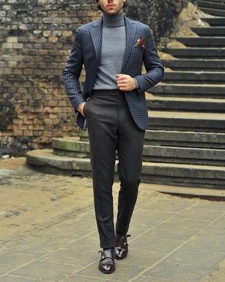 Cómo combinar: zapatos con doble hebilla de cuero en marrón oscuro, pantalón de vestir de lana en gris oscuro, jersey de cuello alto gris, blazer de lana a cuadros gris