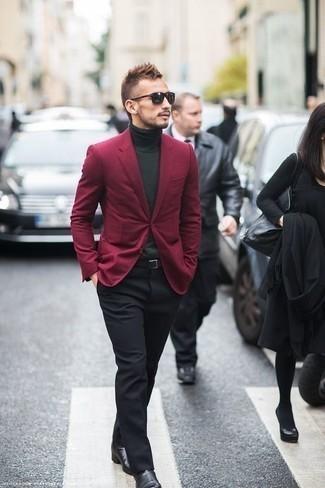 Combinar un blazer burdeos: Elige un blazer burdeos y un pantalón de vestir negro para una apariencia clásica y elegante. ¿Quieres elegir un zapato informal? Haz botines chelsea de cuero negros tu calzado para el día.