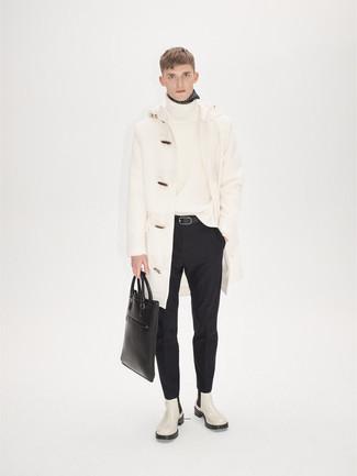 Combinar un pantalón de vestir negro: Empareja una trenca blanca junto a un pantalón de vestir negro para una apariencia clásica y elegante. Si no quieres vestir totalmente formal, opta por un par de botines chelsea de cuero blancos.