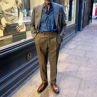 Combinar un pantalón de vestir verde oliva: Considera ponerse un blazer de lino azul marino y un pantalón de vestir verde oliva para un perfil clásico y refinado. Zapatos derby de cuero marrónes son una opción grandiosa para completar este atuendo.