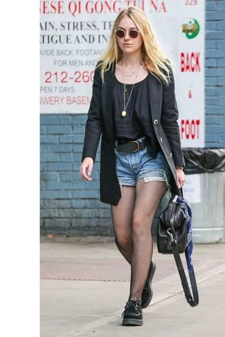 Combinar unas medias de red negras: Emparejar un blazer negro con unas medias de red negras es una opción estupenda para el fin de semana. Con el calzado, sé más clásico y opta por un par de zapatos oxford de ante negros.