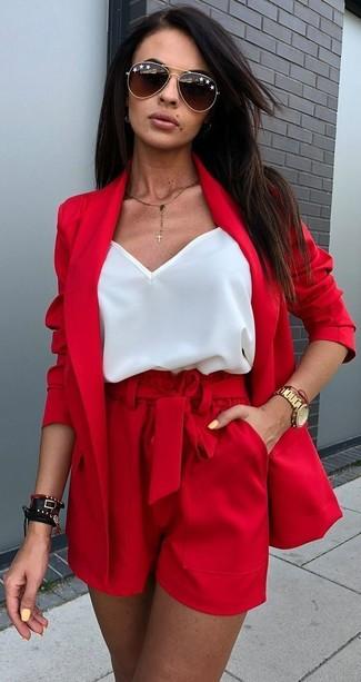 7ea6b0c6 Look de moda: Gafas de sol en marrón oscuro, Pantalones cortos rojos ...