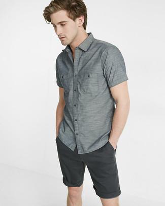 ecf02446f58b0 Cómo combinar una camisa de manga corta gris (24 looks de moda ...