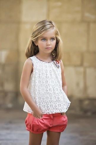 Combinar una camiseta de encaje blanca: