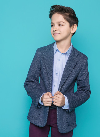 Look de moda: Pantalones morado oscuro, Camisa de manga larga celeste, Blazer azul marino