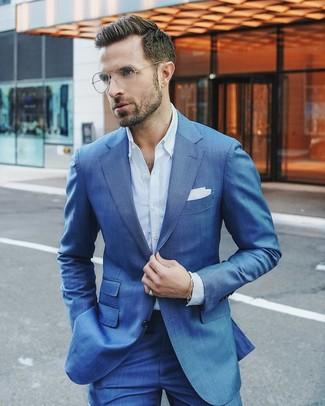 Cómo combinar: pañuelo de bolsillo blanco, camisa de vestir celeste, traje azul