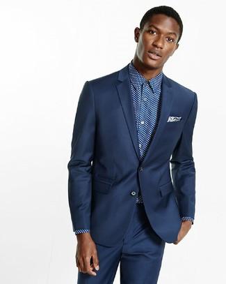 Cómo combinar: pañuelo de bolsillo de paisley azul marino, camisa de vestir a lunares en azul marino y blanco, traje azul marino