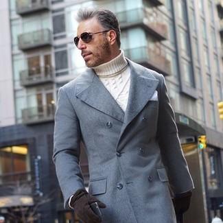 Cómo combinar: guantes de ante negros, pañuelo de bolsillo blanco, jersey de cuello alto de punto blanco, abrigo largo gris