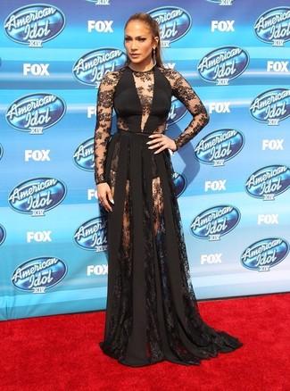 9a6ff6ffad ... Look de Jennifer Lopez  Pendientes en gris oscuro