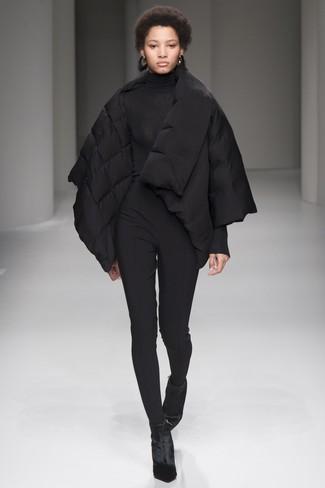 Elige un plumífero negro de mujeres de Diesel y unos pantalones pitillo negros para una apariencia fácil de vestir para todos los días. ¿Por qué no ponerse botines de terciopelo negros a la combinación para dar una sensación más clásica?