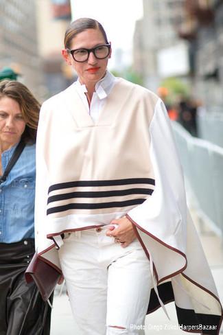 Poncho en beige camisa de vestir blanca vaqueros blancos large 13521