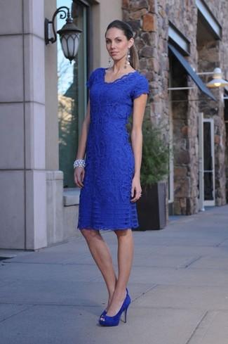 Vestido azul zapatos plateados