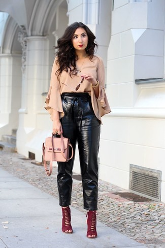 Combinar Unos Pantalones De Cuero Para Mujeres De 20 Anos En Clima Caliente Estilo Elegante 2 Looks Lookastic Mexico