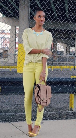 0ff8a5081a8 Cómo combinar unas sandalias de tacón amarillas (173 looks de moda ...