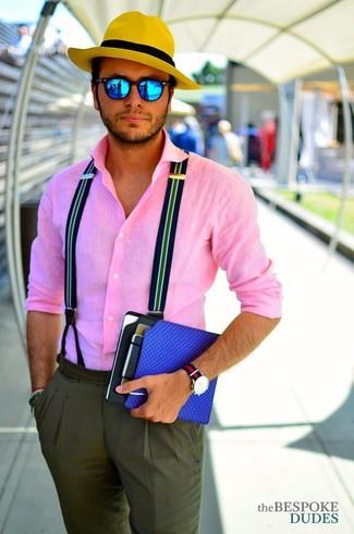 Combinar unas gafas de sol azules: Para un atuendo tan cómodo como tu sillón ponte una camisa de manga larga rosada y unas gafas de sol azules.
