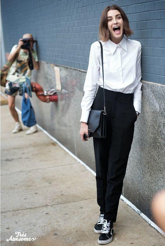 En Combinar De Cómo Blanca Tenis Camisa Vestir Lona Con Una Unos k0OnwP