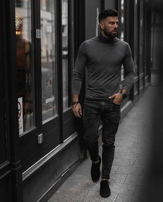 Combinar un reloj negro: Opta por la comodidad en un jersey de cuello alto gris y un reloj negro. Opta por un par de tenis de lona negros para mostrar tu inteligencia sartorial.