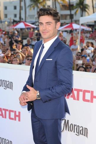 Cómo combinar: traje azul, camisa de vestir blanca, corbata azul, pañuelo de bolsillo blanco