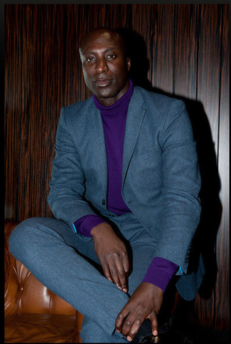 Look de Dermot O'Leary: Traje de Lana en Verde Azulado, Jersey de Cuello Alto en Violeta