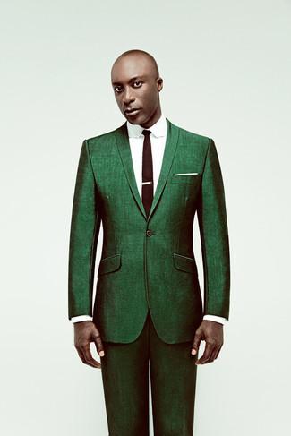 Look de Dermot O'Leary: Traje Verde, Camisa de Vestir Blanca, Corbata de Punto en Marrón Oscuro, Pañuelo de Bolsillo Blanco