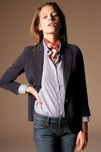 seleccione para el despacho Nueva York sensación cómoda Look de moda: Bufanda de seda estampada roja, Vaqueros azul ...