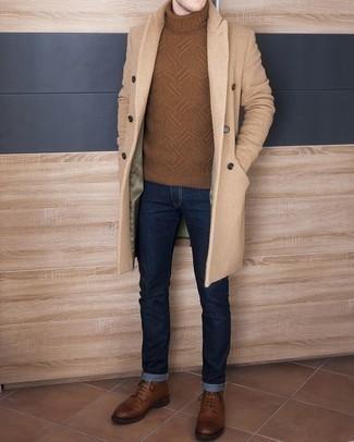 Combinar unas botas casual de cuero marrónes: Considera ponerse un abrigo largo marrón claro y unos vaqueros azul marino para crear un estilo informal elegante. Botas casual de cuero marrónes son una opción muy buena para complementar tu atuendo.