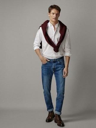 Combinar una camisa de manga larga blanca: Intenta combinar una camisa de manga larga blanca junto a unos vaqueros azules para cualquier sorpresa que haya en el día. Con el calzado, sé más clásico y complementa tu atuendo con botas casual de cuero en marrón oscuro.