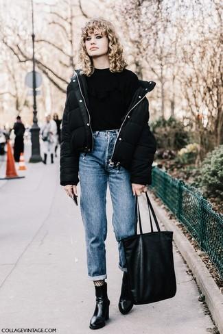 Combinar unas medias de red negras: Opta por un plumífero negro y unas medias de red negras para un look agradable de fin de semana. Botines de cuero negros son una opción buena para complementar tu atuendo.