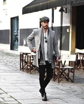 Combinar una bufanda gris: Empareja un abrigo largo gris junto a una bufanda gris transmitirán una vibra libre y relajada. Con el calzado, sé más clásico y completa tu atuendo con botines chelsea de cuero negros.