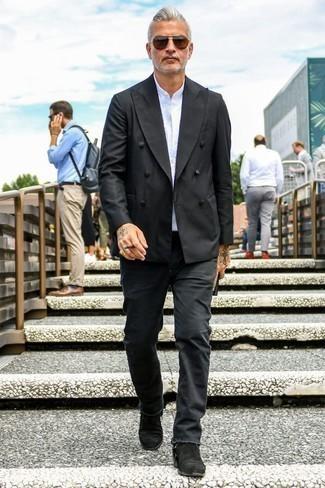 Combinar unas gafas de sol marrónes: Para un atuendo que esté lleno de caracter y personalidad empareja un blazer cruzado negro junto a unas gafas de sol marrónes. ¿Te sientes valiente? Elige un par de botines chelsea de ante negros.