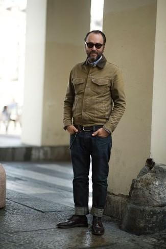 Combinar unas gafas de sol en marrón oscuro: Ponte una chaqueta con cuello y botones marrón claro y unas gafas de sol en marrón oscuro para un look agradable de fin de semana. Con el calzado, sé más clásico y complementa tu atuendo con zapatos derby de cuero en marrón oscuro.