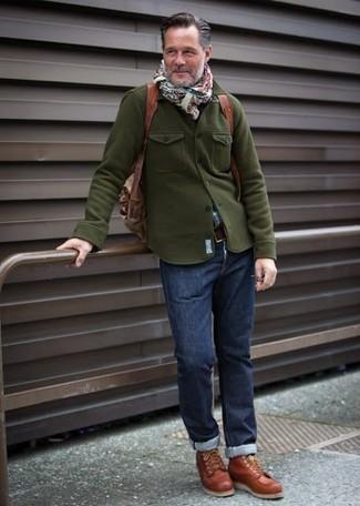 Cómo combinar: zapatillas altas de cuero en tabaco, vaqueros azul marino, camisa de manga larga de tartán azul, chaqueta militar verde oliva
