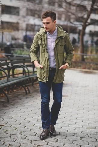 Combinar unos calcetines verde oscuro: Para un atuendo tan cómodo como tu sillón elige una chaqueta militar verde oliva y unos calcetines verde oscuro. Haz zapatos oxford de cuero en marrón oscuro tu calzado para mostrar tu inteligencia sartorial.