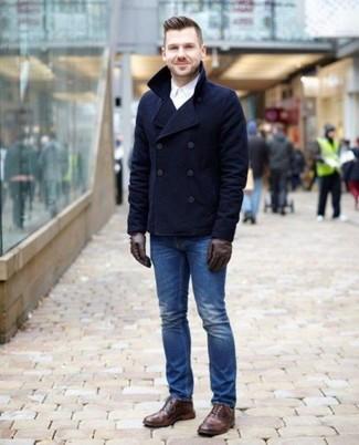 Combinar unas botas brogue de cuero marrónes: Ponte un chaquetón azul marino y unos vaqueros azules para las 8 horas. Botas brogue de cuero marrónes son una opción práctica para complementar tu atuendo.