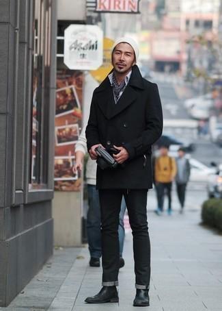 Combinar un gorro blanco: Empareja un chaquetón negro junto a un gorro blanco transmitirán una vibra libre y relajada. ¿Te sientes valiente? Opta por un par de botines chelsea de cuero negros.