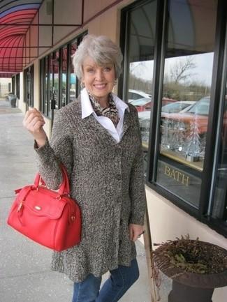 Combinar una bufanda de leopardo marrón: Un abrigo marrón y una bufanda de leopardo marrón son una opción inmejorable para el fin de semana.