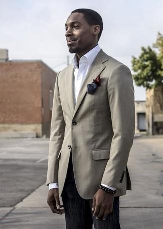 Cómo combinar: pañuelo de bolsillo de seda burdeos, vaqueros negros, camisa de vestir blanca, blazer en beige