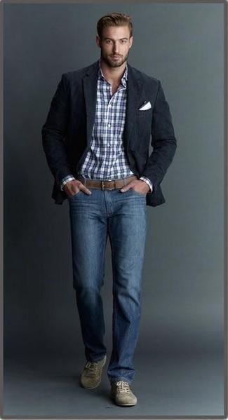 Combinar unos tenis de ante verde oliva: Si buscas un look en tendencia pero clásico, usa un blazer negro y unos vaqueros azules. ¿Quieres elegir un zapato informal? Opta por un par de tenis de ante verde oliva para el día.