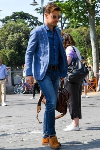 Combinar unas gafas de sol marrónes: Emparejar un blazer azul con unas gafas de sol marrónes es una opción inmejorable para el fin de semana. Zapatos derby de ante en tabaco son una forma sencilla de mejorar tu look.