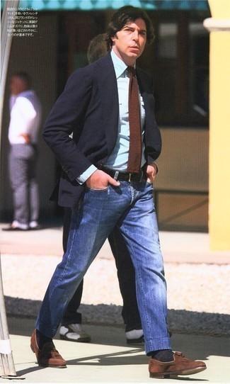 Combinar una corbata de punto marrón: Emparejar un blazer azul marino con una corbata de punto marrón es una opción perfecta para una apariencia clásica y refinada. Mocasín con borlas de ante marrón son una opción inmejorable para complementar tu atuendo.