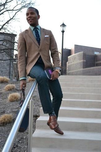 Combinar una corbata: Ponte un blazer marrón claro y una corbata para una apariencia clásica y elegante. Mocasín de cuero marrón añadirán un nuevo toque a un estilo que de lo contrario es clásico.