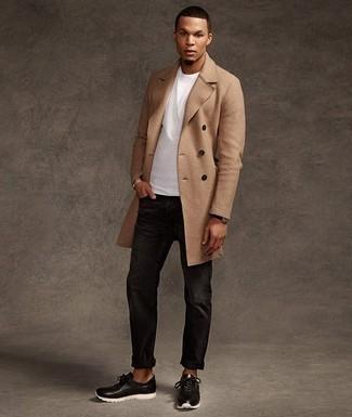 Combinar un abrigo: Si buscas un estilo adecuado y a la moda, opta por un abrigo y unos vaqueros negros. Con el calzado, sé más clásico y completa tu atuendo con deportivas en negro y blanco.
