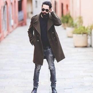 Combinar un abrigo largo en marrón oscuro: Usa un abrigo largo en marrón oscuro y unos vaqueros grises para las 8 horas. Botas casual de cuero negras son una opción grandiosa para completar este atuendo.