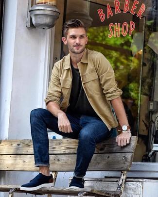 Cómo combinar: zapatos con doble hebilla de ante azul marino, vaqueros azul marino, camiseta con cuello circular en gris oscuro, chaqueta estilo camisa marrón claro