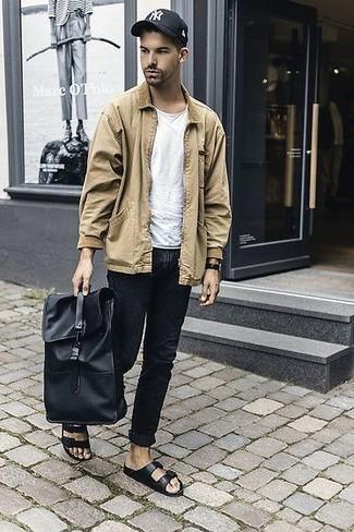 Combinar un reloj de cuero en marrón oscuro: Emparejar una chaqueta estilo camisa marrón claro junto a un reloj de cuero en marrón oscuro es una opción muy buena para el fin de semana. Si no quieres vestir totalmente formal, opta por un par de sandalias de cuero negras.