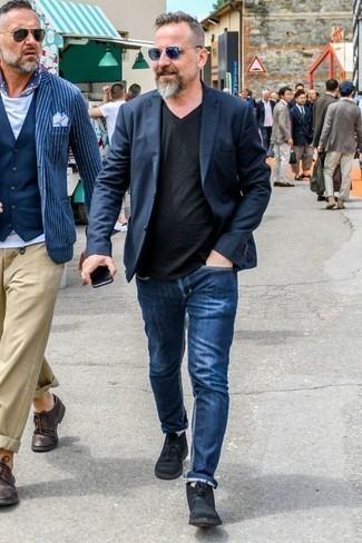 Combinar unas botas safari de ante negras: Intenta ponerse un blazer azul marino y unos vaqueros azules para el after office. Complementa tu atuendo con botas safari de ante negras.