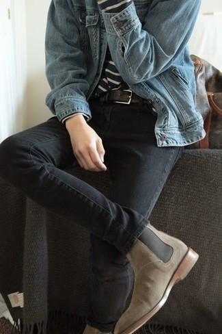 Combinar unos vaqueros en gris oscuro: Ponte una chaqueta vaquera celeste y unos vaqueros en gris oscuro para una apariencia fácil de vestir para todos los días. Con el calzado, sé más clásico y opta por un par de botines chelsea de ante en beige.