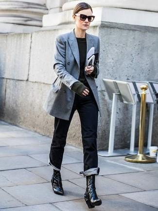 Combinar unos botines de cuero negros: Usa un blazer cruzado gris y unos vaqueros negros para lidiar sin esfuerzo con lo que sea que te traiga el día. Botines de cuero negros son una opción perfecta para complementar tu atuendo.