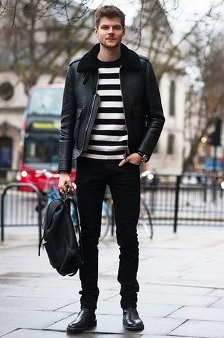 Combinar una chaqueta de piel de oveja negra: Haz de una chaqueta de piel de oveja negra y unos vaqueros negros tu atuendo para conseguir una apariencia relajada pero elegante. Botines chelsea de cuero negros son una forma sencilla de mejorar tu look.